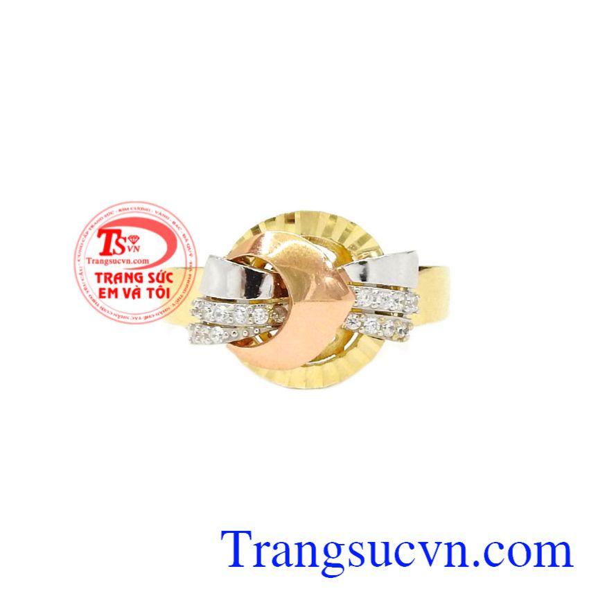 Nhẫn nữ vàng thời thượng tôn lên nét sang trọng, hiện đại cho phái đẹp.