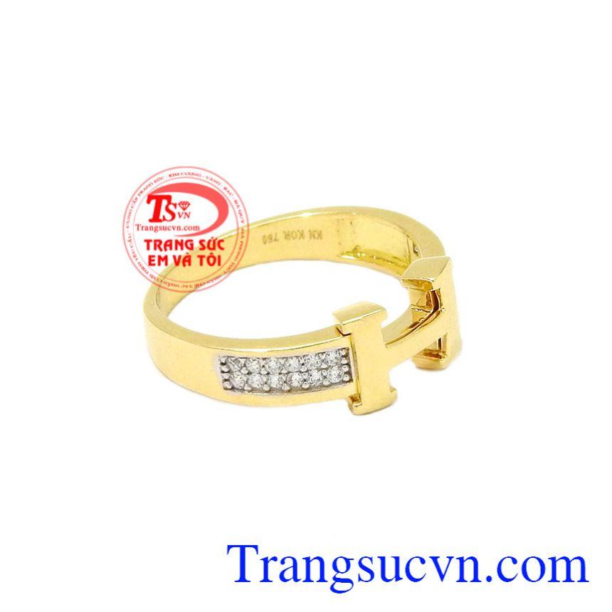 Nhẫn vàng chữ H đẹp tôn lên vẻ hiện đại cho người đeo.