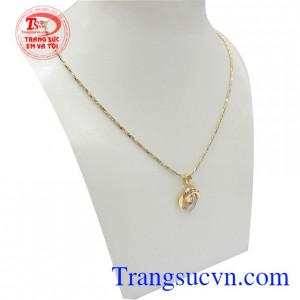 Bộ dây chuyền nữ trái tim tình yêu kết hợp độc đáo tôn lên nét quý phái, sang trọng và phong cách cho người đeo