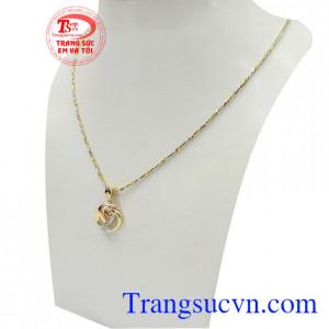 Bộ dây chuyền nữ trái tim tình yêu rất được phái đẹp ưa chuộng, là món quà tặng tuyệt vời cho người yêu thương