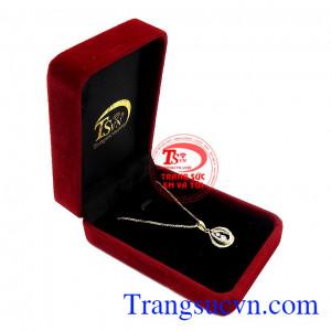 Chúng tôi chuyên cung cấp các sản phẩm hợp thời trang và đảm bảo chất lượng cao,Bộ dây vàng nữ nhã nhặn