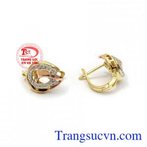 Hoa tai vàng sang trọng tinh tế là phù hợp phong cách thời trang hiện đại, là dòng sản phẩm rất được phái đẹp ưa chuộng