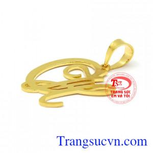 Mặt dây vàng chữ CH hợp thời trang, phong cách, hợp thời.
