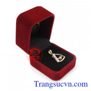 Mặt dây vàng tây quý phái 18k thương hiệu uy tín, chất lượng, giao hàng nhanh trên toàn quốc, thanh toán an toàn.