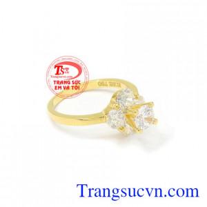 Nhẫn nữ vàng ấn tượng 18k hợp thời trang.