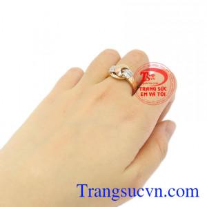 Nhẫn nữ vàng thời thượng bảo hành 12 tháng.