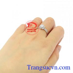 Nhẫn nữ vàng trắng ngôi sao lấp lánh vàng 18k đẹp.