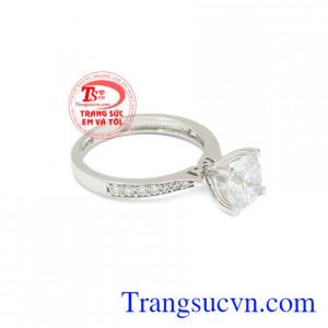 Nhẫn nữ vàng trắng tiểu thư hợp thời trang, xinh xắn.