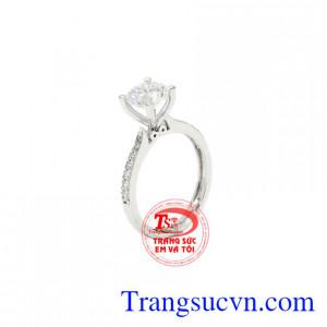 Nhẫn nữ vàng trắng tiểu thư được thiết kế tinh tế, trang trọng.