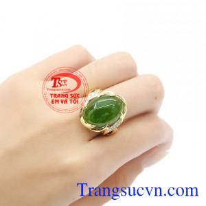 Ngọc nephrite hợp phong thủy, mang đến sự may mắn và bình an cho người dùng. Nhẫn vàng nephrite sang trọng.