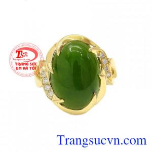 Nhẫn vàng nephrite sang trọng được chế tác từ vàng tây 14k bền đẹp.