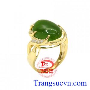 Nhẫn vàng nephrite sang trọng