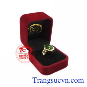Sản phẩm bảo hành uy tín, giao hàng toàn quốc. Nhẫn vàng nephrite sang trọng