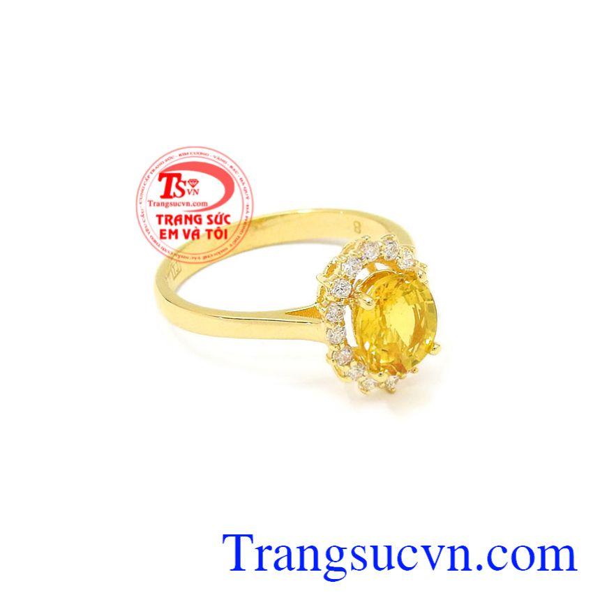 Nhẫn nữ Sapphire vàng nổi bật là món quà ý nghĩa dành tặng cho người đặc biệt.