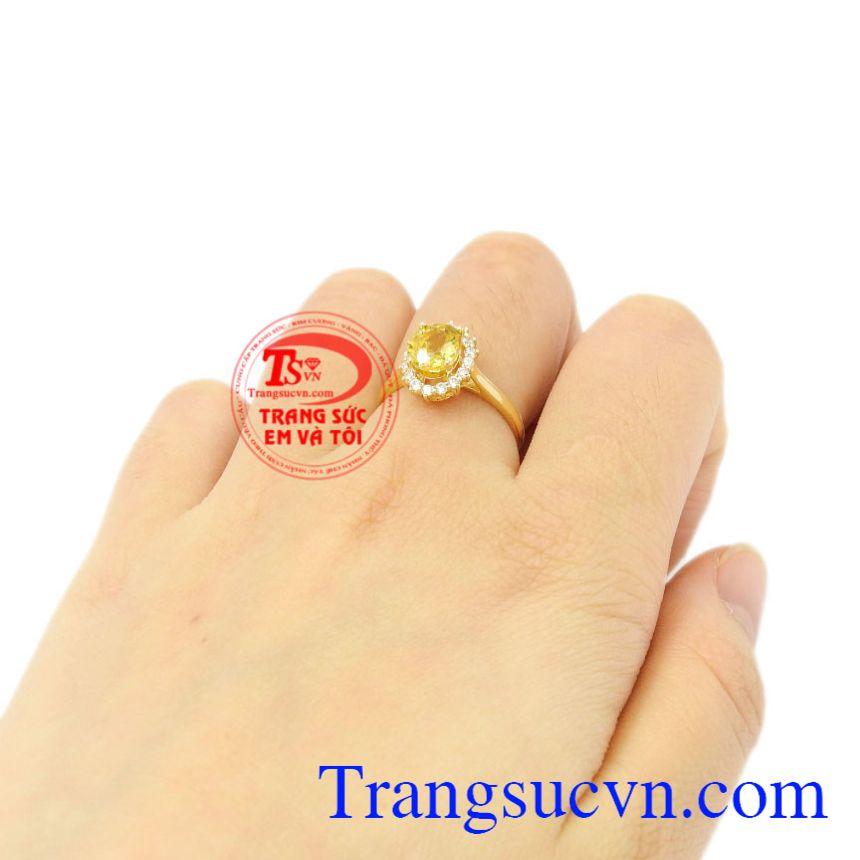 Nhẫn nữ Sapphire vàng nổi bật thiên nhiên.