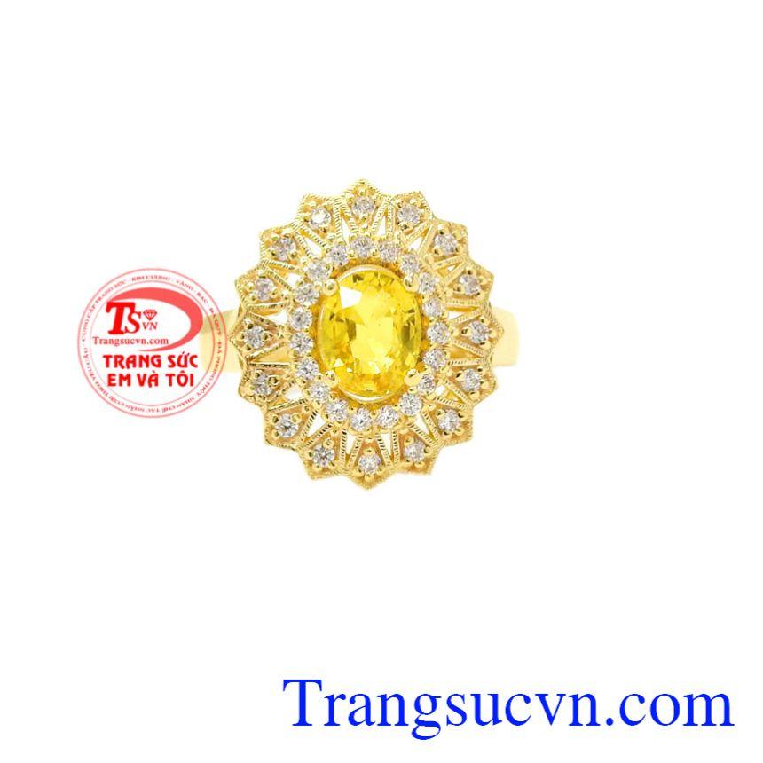 Nhẫn nữ Sapphire vàng sang trọng tạo nên vẻ đẹp đến nao lòng thu hút người khác phái.
