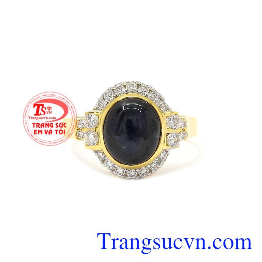Nhẫn nữ vàng Sapphire sang trọng dành cho những quý cô yêu thích sự sang trọng, quý phái.