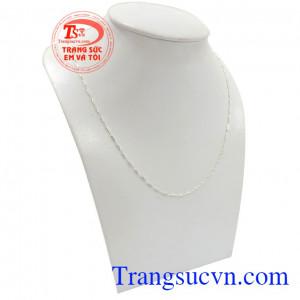 Dây chuyền bạc dịu dàng mang đến nhiều ấn tượng cho người đeo
