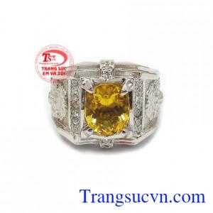 Nhẫn bạc thạch anh vàng mạnh mẽ dễ dàng kết hợp với nhiều trang phục và phong cách thời trang khác nhau