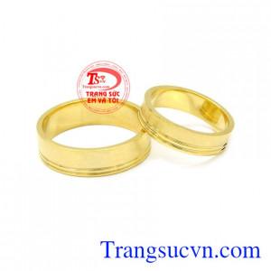 Nhẫn cưới vàng trơn 10k bền đệp, sáng bóng vàng 10k.