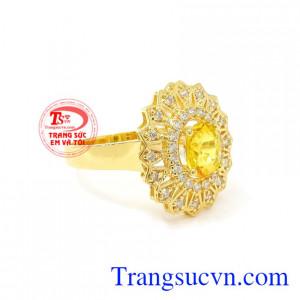 Nhẫn nữ Sapphire vàng sang trọng có giấy kiểm định đá quý uy tín.
