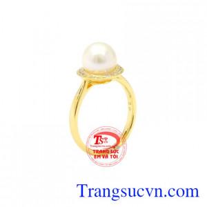 Nhẫn nữ vàng ngọc trai đẹp được chế tác từ ngọc trai chất lượng và vàng 14k.