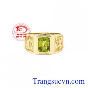 Nhẫn nữ vàng Peridot tinh tế được nhiều khách hàng yêu thích bởi vẻ sang trọng, cá tính của nó.