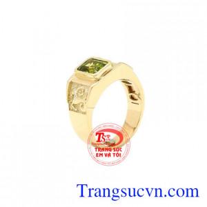 Nhẫn nữ vàng Peridot tinh tế phù hợp với những người mệnh Hỏa và mệnh Mộc.