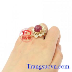Nhẫn nữ vàng Ruby sao độc đáo chất lượng.