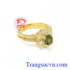 Nhẫn nữ vàng sapphire ấn tượng đẹp.