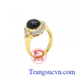 Nhẫn nữ vàng Sapphire sang trọng là sản phẩm được chế tác tinh tế, chất lượng.