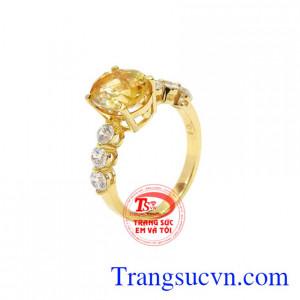 Nhẫn nữ vàng thạch anh vàng là sản phẩm được chế tác từ vàng 14k sắc xảo.