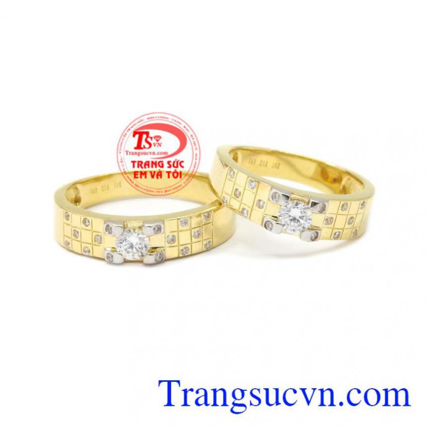 Nhẫn cưới vàng bền chặt