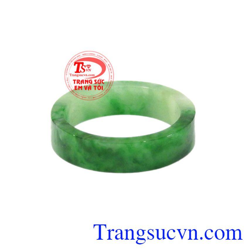 Nhẫn ngọc Jadeite chất lượng mang lại may mắn cho người đeo.