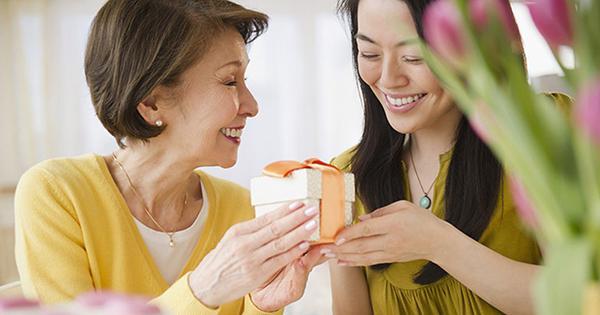 Vòng ngọc thiên nhiên vừa tăng sức khỏe vừa mang may mắn cho mẹ yêu