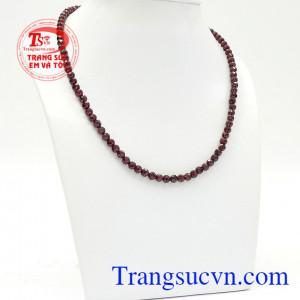 Chuỗi cổ Garnet 5 ly mang lại vẻ đẹp nữ tính, tinh tế cho người đeo,Chuỗi cổ Garnet 5 ly