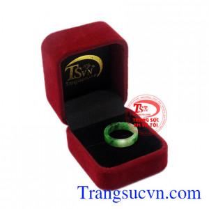 Nhẫn ngọc Jadeite chất lượng đẹp giao hàng trên toàn quốc.