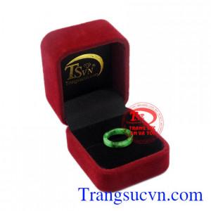 Nhẫn ngọc Jadeite ngón út đẹp thiên nhiên