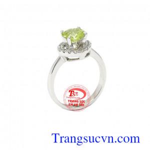 Nhẫn nữ Peridot tài lộc