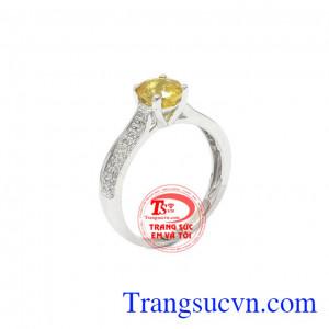 Nhẫn nữ sapphire vàng may mắn