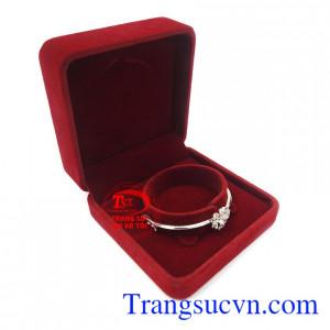 Vòng tay vàng trắng phong cách phù hợp xu hướng thời trang sang trọng, quý phái và dịu dàng của phái đẹp