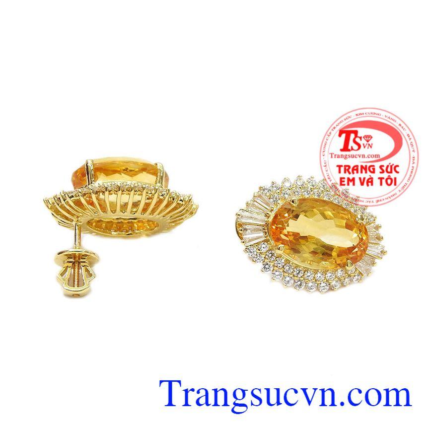 Sản phẩm kết hợp hài hòa giữa vàng tây 14k và thạch anh vàng càng giúp sản phẩm thêm giá trị. Hoa tai thạch anh vàng ấn tượng