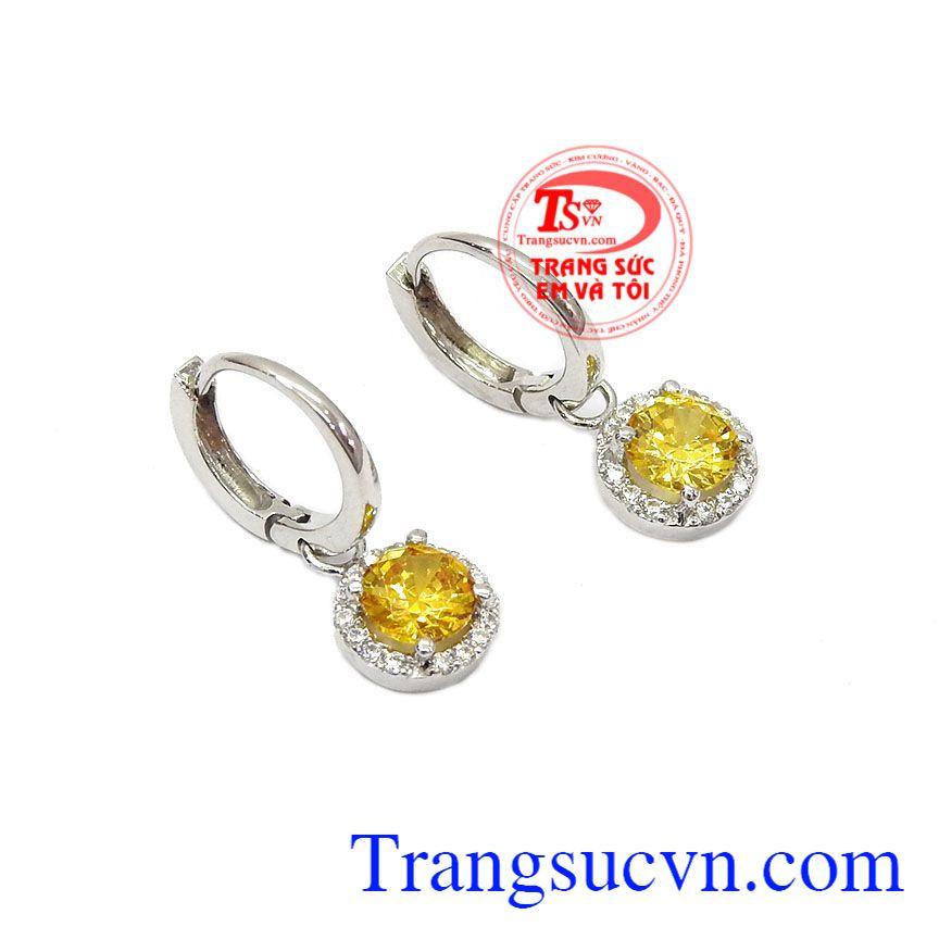 Với thiết kế đơn giản nhưng không kém phần sang trọng làm tăng sự nổi bật, quý phái cho người đeo,Hoa tai vàng thạch anh vàng