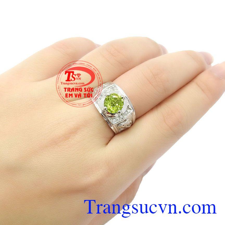 Loại đá này là đá sinh dành cho tháng 8, 9 và 10 và có thể là món trang sức tuyệt đẹp,Nhẫn nam bạc Peridot cá tính