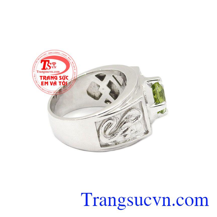 Nó được biết là một loại đá dành cho sự hưng thịnh và hạnh phúc,Nhẫn nam bạc Peridot cá tính
