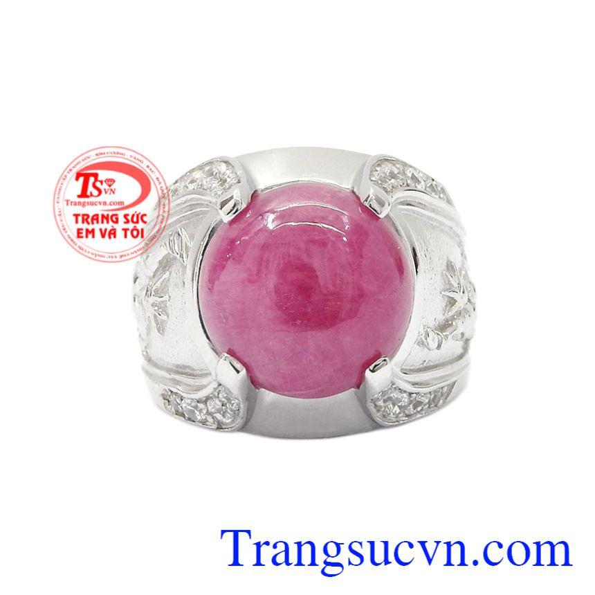 Nhẫn nam bạc Ruby cá tính là sản phẩm không thể bỏ lỡ bởi vẻ trẻ trung, chạm khắc độc đáo của chiếc nhẫn.