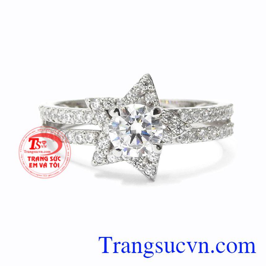Nhẫn nữ vàng trắng lấp lánh vàng 10k mang lại vẻ tươi tắn, trẻ trung cho phái đẹp.