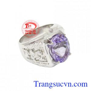 Nhẫn bạc thạch anh tím thích hợp cho những người mệnh Hỏa và mệnh Thổ.