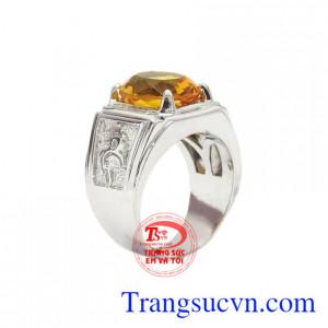 Nhẫn bạc thạch anh vàng công danh mang lại may mắn tài lộc cho người đeo.