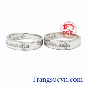 Nhẫn cưới vàng trắng trơn vàng 10k giúp cho đôi lứa có trở nên hạnh phúc trong ngày trọng đại của mình.